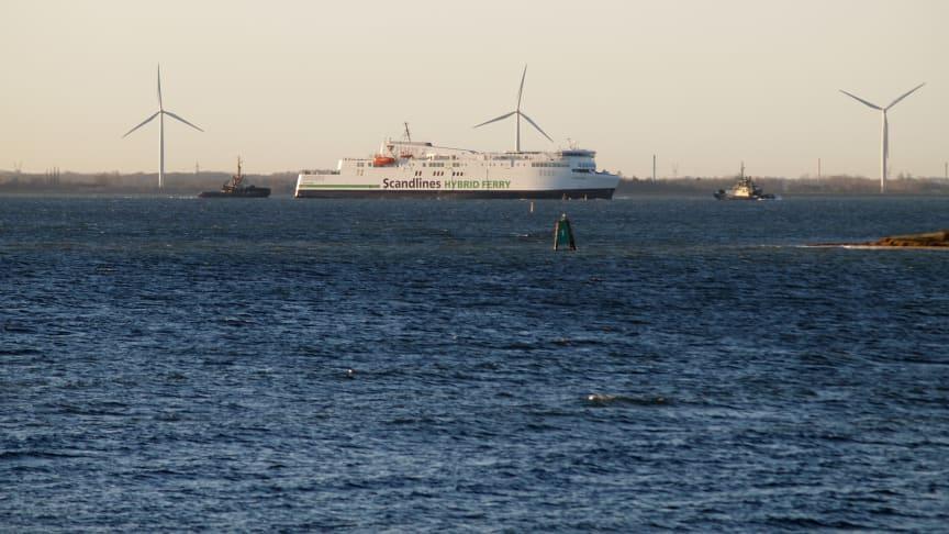 M/F Copenhagen sejler ud fra Fayard i Munkebro den 28. november 2016