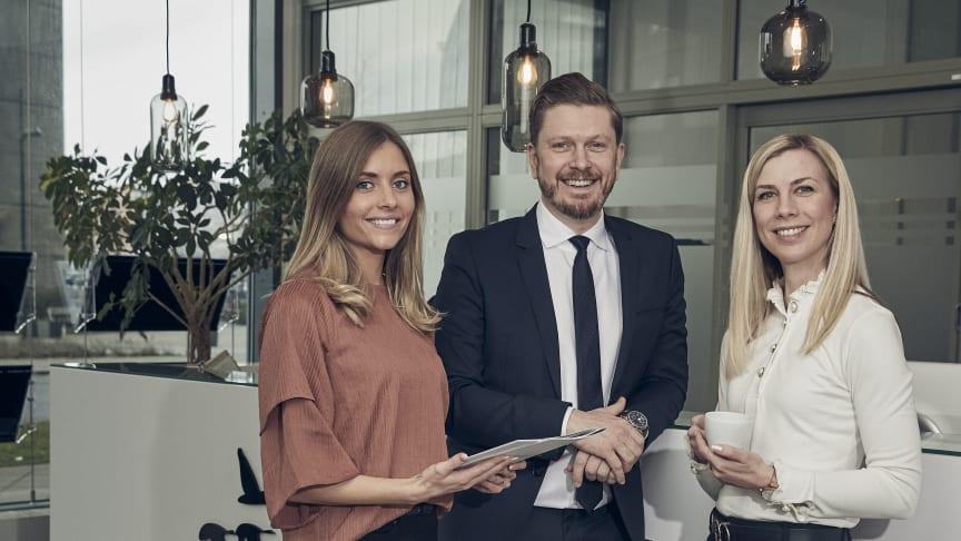 Från vänster till höger: Petra Gunnarsson, Daniel Samuelsson och Anette Årcén är trion som just nu utgör Bjurfors nystartade mäklarkontor i Kristianstad. Snart blir de fler.