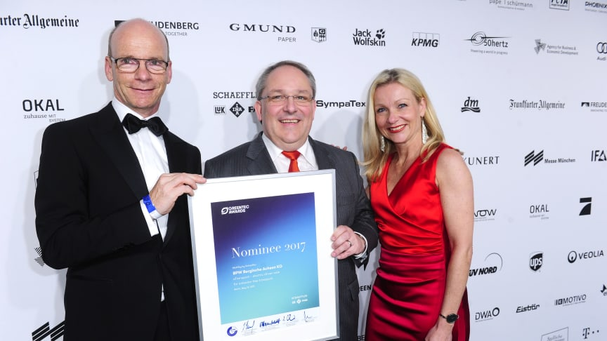 Dr. Markus Kliffken (middle), Member of the Management Board at BPW, and Katrin Köster, Head of Corporate Communication, received the certificate from Prof. Dr. Tim Hosenfeldt, Senior Vice President Corporate Innovation at category sponsor Schaeffler