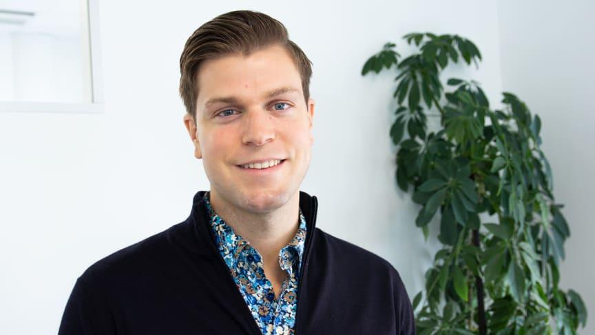 Christoffer Ekelund, säljare på AddMobile, berättar mer om digital arbetsorder. Foto: AddMobile AB