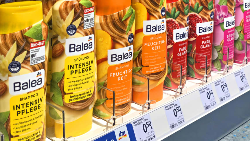 Die dm-Marke Balea blickt auf ihre nun 25-jährige Erfolgsgeschichte zurück: Heute bietet das Sortiment mehr als 600 Produkte.
