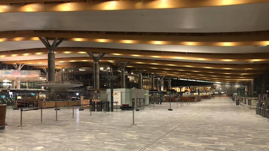 Pandemien har rammet flere bransjer hardt, inkludert reiseliv. Her er et bilde fra Gardermoen flyplass i desember 2020. Foto: B Nooryani