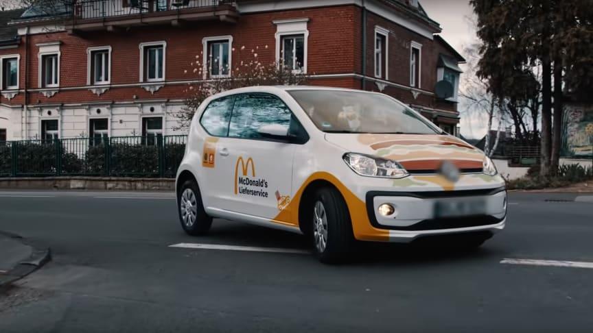 Wenn der Pocher zwei Mal klingelt: McDonald's Deutschland erweitert sein Liefergebiet und holt sich prominente Unterstützung