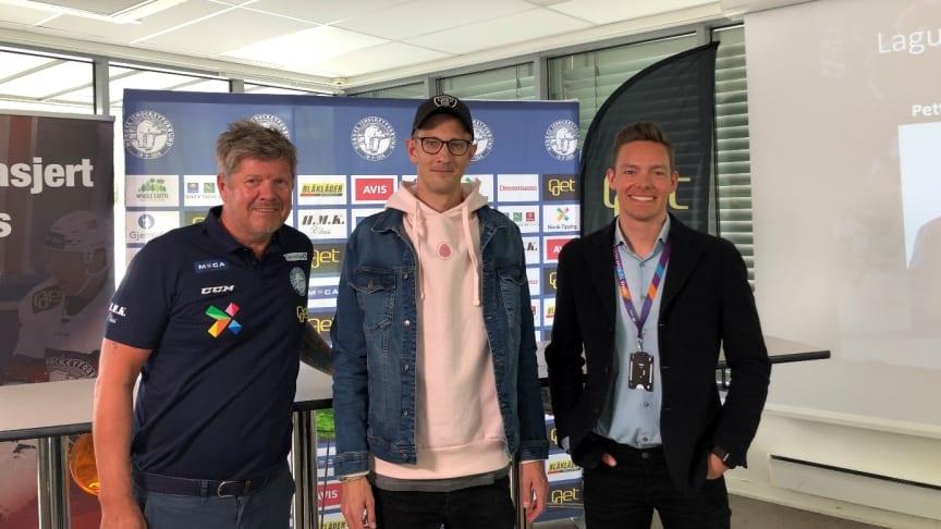 Fra høyre, Ottar Eide generalsekretær i hockeyforbundet, Andreas Slettvoll, CEO i CHOOOSE og Sebastian Eidem, kommunikasjonssjef i Telia