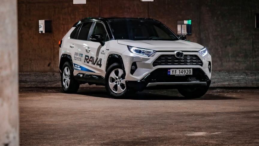 På topp: Toyota RAV4 Hybrid. Foto: DroneNord/Nordvik AS.