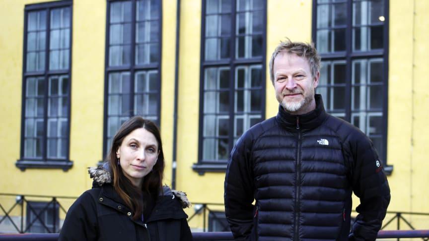 Frances Lucas, projektledare för projektet Pengar! och Niklas Cserhalmi, museidirektör på Arbetets museum. Foto: Anna Redmalm