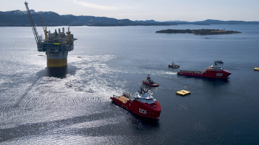 DOF vessels Skandi Vega and Skandi Iceman involved in a complex offshore operation (Photo courtesy of Equinor, by Espen Roennevik, Roar Lindefjeld)