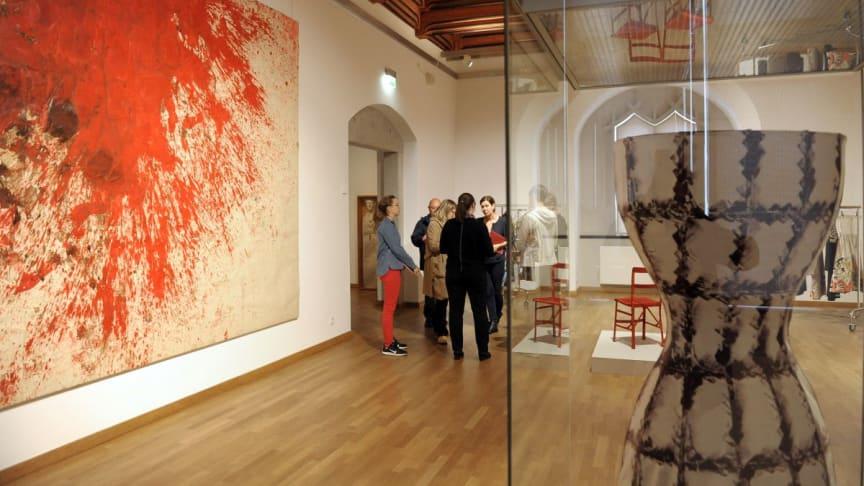 """Blick in die Ausstellung """"Kriege und Feste"""" auf Schloss Hartenfels - Foto: Alexander Bley"""
