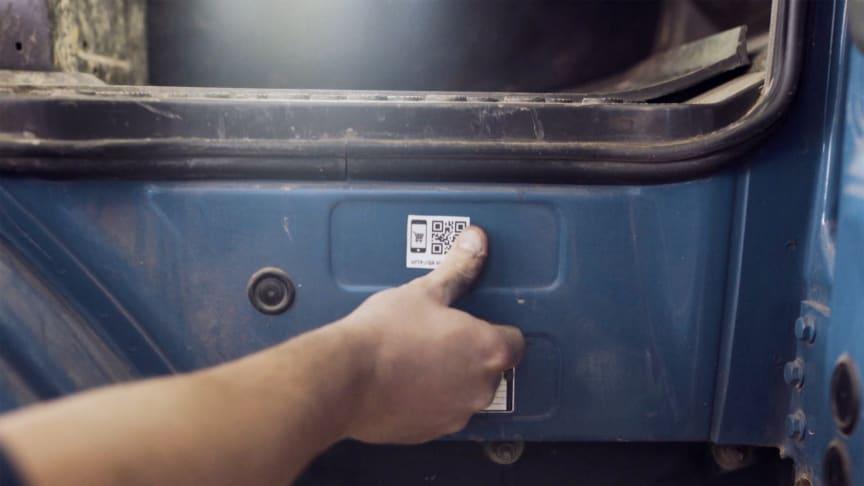 Mit upLink macht die BPW Aftermarket Group die Identifikation von Ersatzteilen zum Kinderspiel: einfach QR-Code auf dem Fahrzeug scannen, Ersatzteile auswählen – fertig.