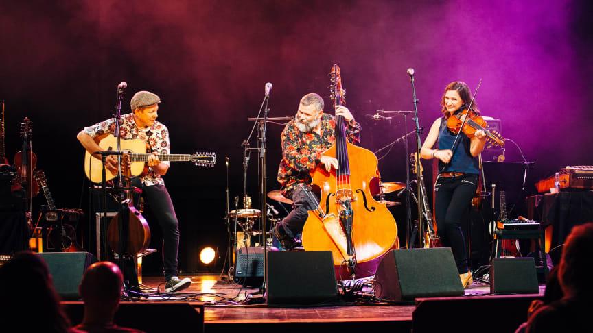 Magnus och Sophia Stinnerbom tillsammans med Sébastien Dubé (i mitten). Foto: Olle Hallström