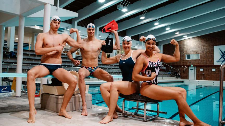 Team Finland poseerasi Arenan uimapuvuissa Jyväskylässä.
