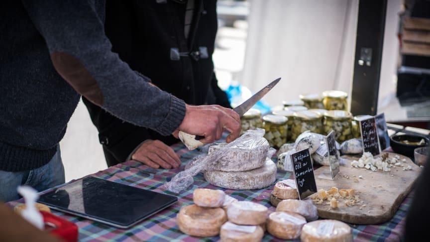 Matmarknad med lokala producenter på Kungsbacka torg den 14 september.