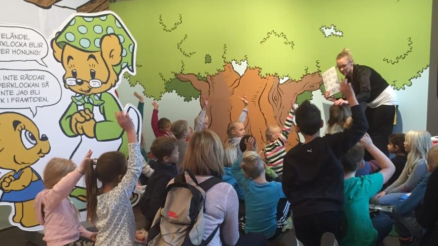 PRESSINBJUDAN: Jurslaskolan åk 1 på Bamsebesök