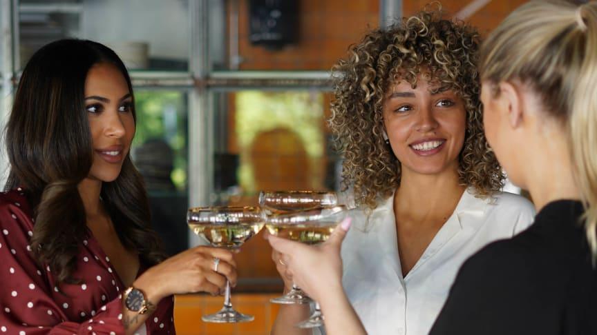 På Woooed speed dating träffas singlar för en rolig och spännande kväll för att lära känna varandra och dejta.