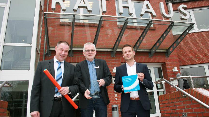 Bürgermeister Ulf Voigts hat die Kooperation zum Glasfasernetzausbau durch Deutsche Glasfaser in der Gemeinde Beverstedt besiegelt.