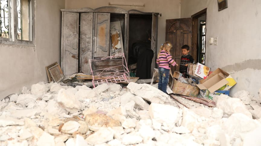 Ayman, 56 år, återvände till sitt förstörda hem i Idlib tillsammans med sina barn.