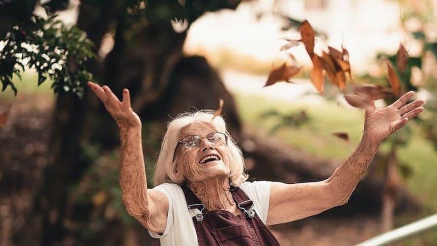 Trädgården stimulerar, gör oss alerta och ökar livsaptiten, säger en 91-årig trädgårdsentusiast. Foto: Edu Carvalho