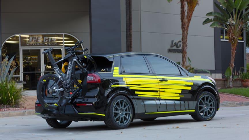 Niro hybrid er blevet omdannet til et sandt crossover-utility køretøj, som matcher den krævende livsstil for en professionel atlet.