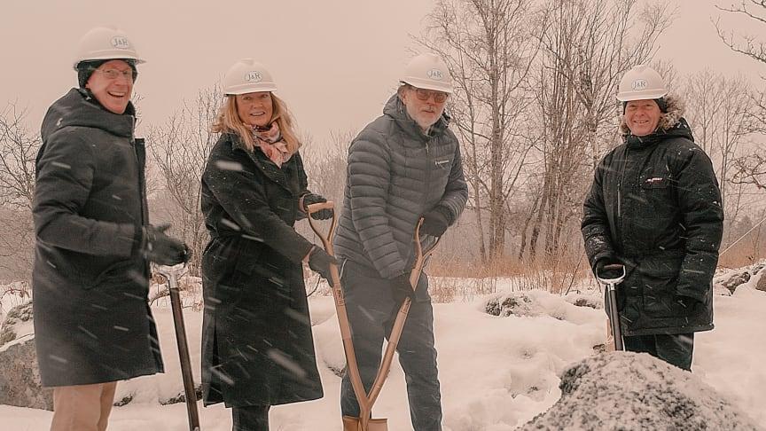 Första spadtaget för Frias kommande bageri. Från vänster i bild Patrik Hultman, Lena Adås, Gunnar Adås, Per Vorberg (Kommunstyrelsens ordförande Härryda kommun).