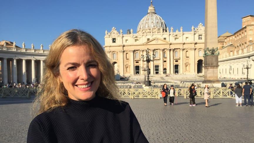 Charlotta Smeds som i år kommenterar midnattsmässan direkt från Vatikanen.