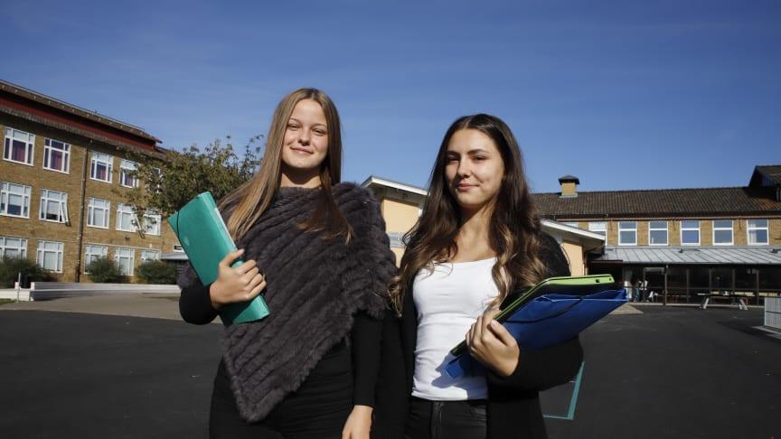 Alma Hajdarevic och Ema Subo är två av eleverna som deltagit i Pulsstudien.