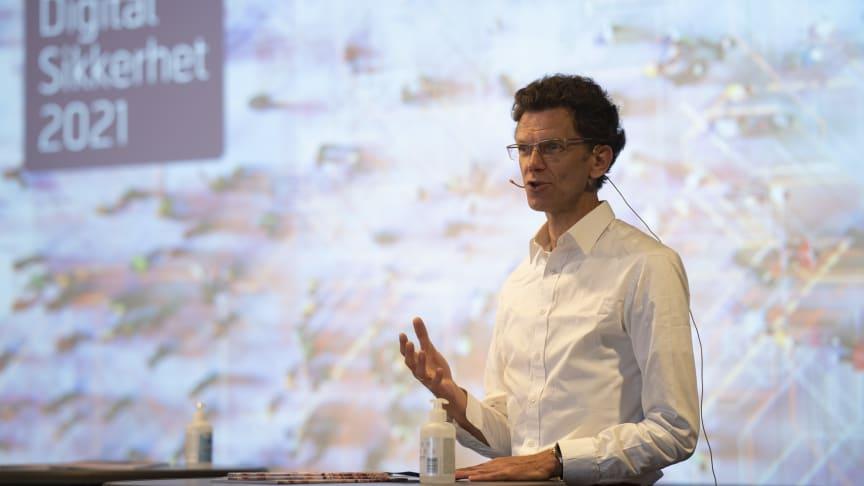 Hvert døgn blir flere titalls bedrifter og statlige organisasjoner over hele verden lammet av leverandørkjedeangrep, sier Petter-Børre Furberg, administrerende direktør i Telenor Norge. Foto: Martin Fjellanger