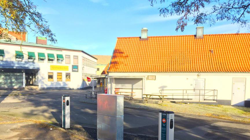De två nya laddstationerna från CLEVER i Simrishamn