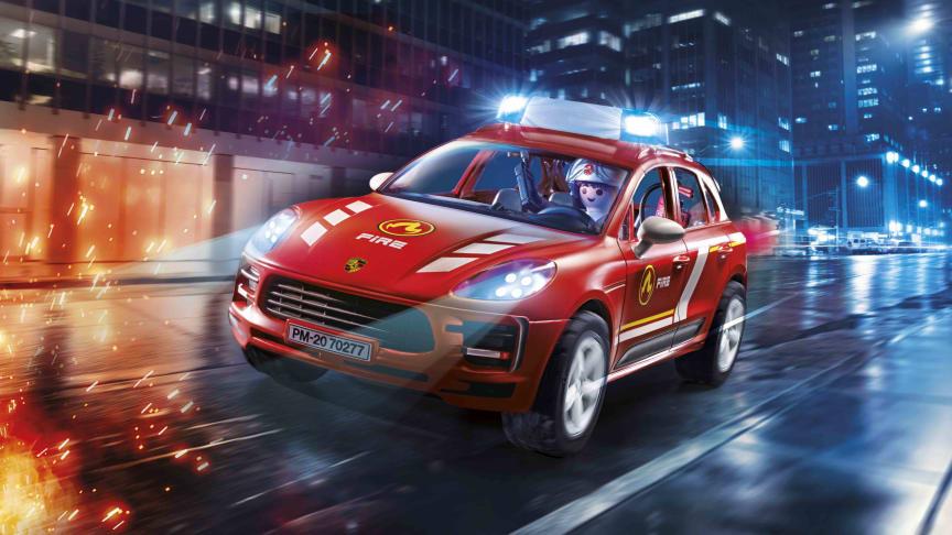 Rettung aus brenzligen Situationen: Einsatz für den Porsche Macan S Feuerwehr von PLAYMOBIL!