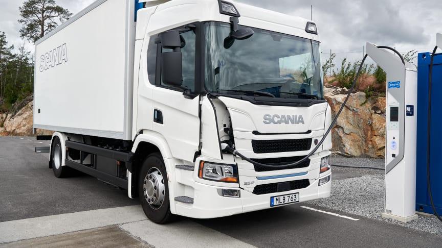 Scania lancerer i dag en produktionsklar serie af elektriske lastbiler og passerer dermed en vigtig milepæl i omstillingen mod et bæredygtigt transportsystem