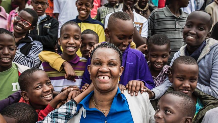 Barn i Västerås möter Burundis barnrättshjälte som kämpar för fattiga och föräldralösa barn