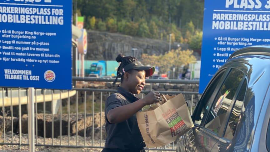 På Burger King Holmestrand kan du nå bestille Whopper rett til bilen.
