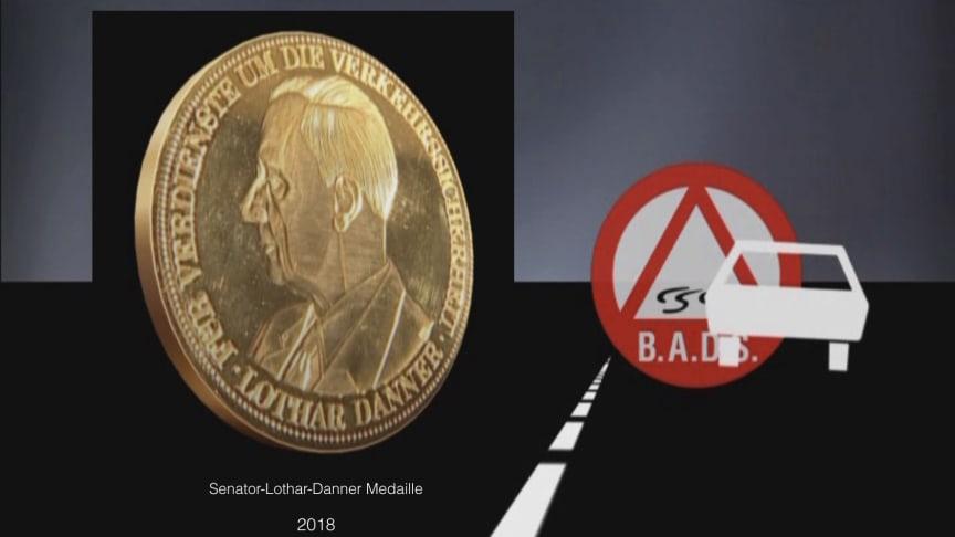 BADS verleiht am 28. Sept. 2018 Senator-Lothar-Danner-Medaille in Gold an Justizrat Hans-Jürgen Gebhardt, Homburg