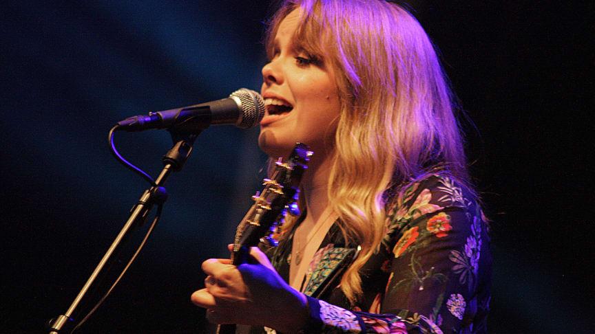Frida Braxell ger konsert på Bergslagens musikscen - Svalbo