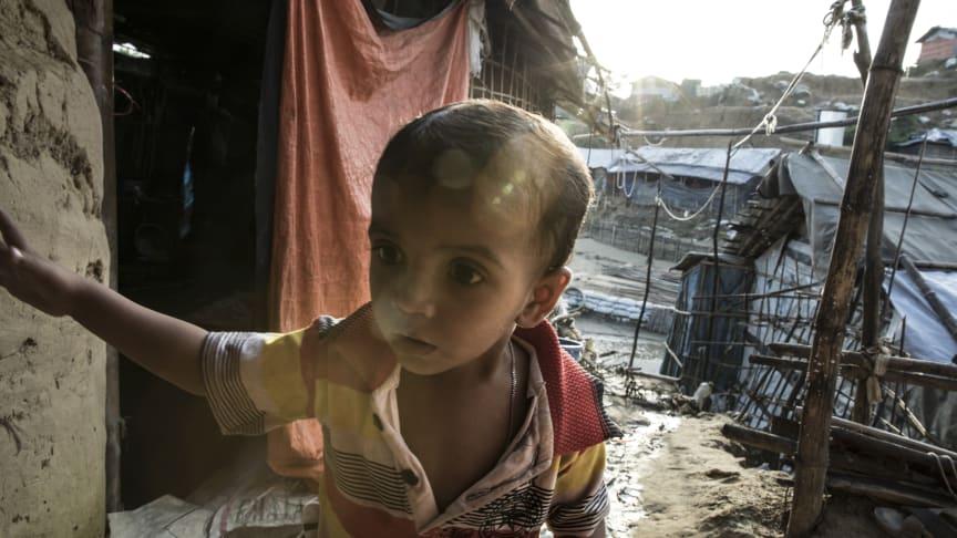 18 månader gamla Answar i sitt hem i flyktinglägret Cox's Bazar i Bangladesh (Answar heter egentligen något annat)