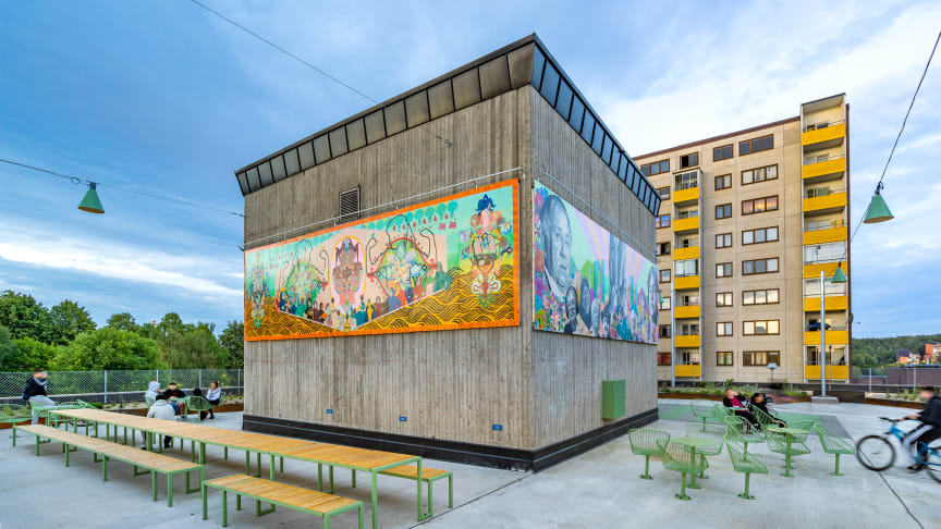 Fittja urban park. Långbordet, in collaboration with White Architects. Korg, designed by Thomas Bernstrand. Photo: Jann Lipka. KONSTKUBEN (the art cube) by living in Fittja. Artistic director Saadia Hussain, Botkyrkabyggen 2015–2020