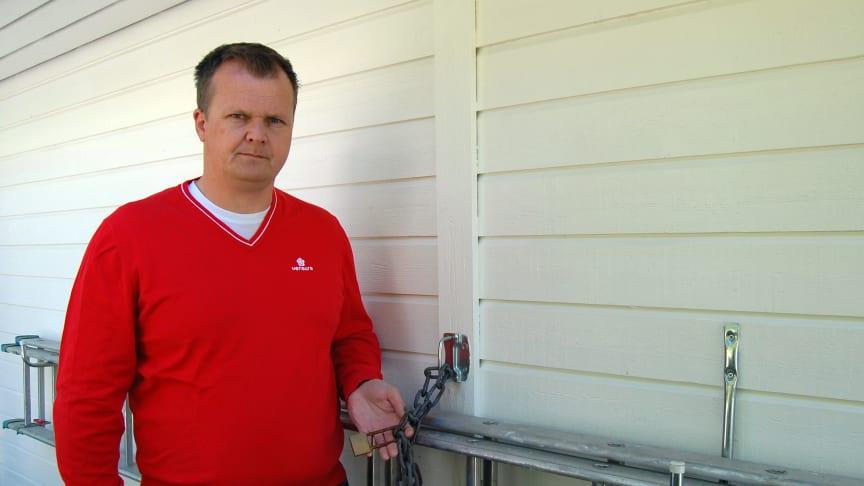 Sikkerhetsekspert Kenneth Hovde Omdal i Verisure anbefaler alle å låse fast stigen før de drar på ferie.