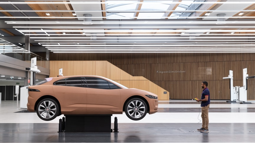 Jaguar öppnar unikt designcenter