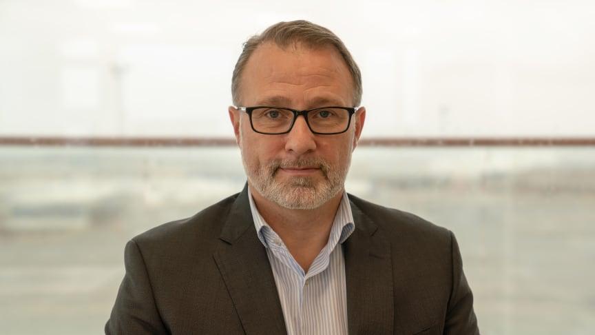"""""""Det er en ren styrke, at vi i ESVAGT ikke arbejder i siloer og ikke alene forholder os til vores egen lille taburet"""", siger Peter Strandgaard, Head of Legal i ESVAGT."""