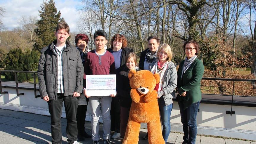 Landau-Gymnasium in Weißwasser spendet für das Kinderhospiz Bärenherz