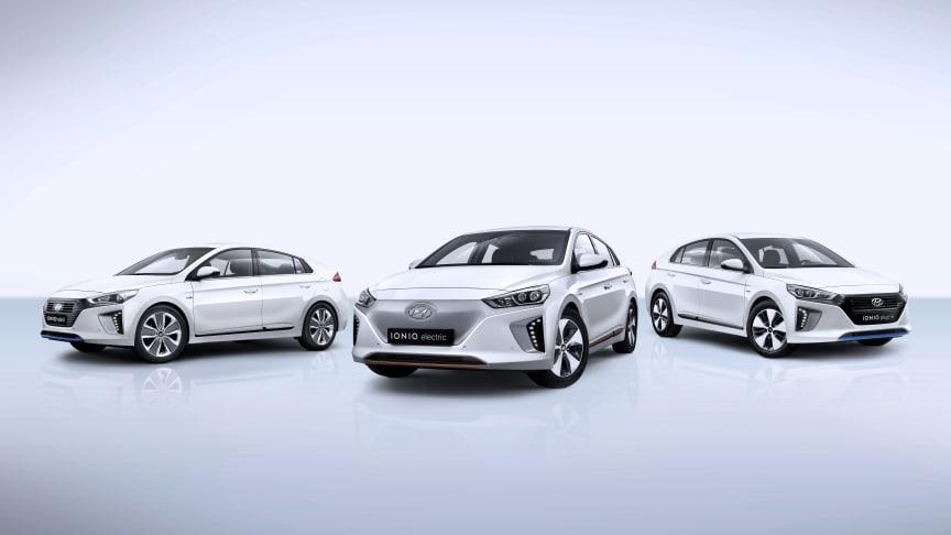 Miljøbilkonseptet IONIQ fra Hyundai er nå komplett med dette trekløveret. En elbil, en hybrid og en ladehybrid i samme innpakking.