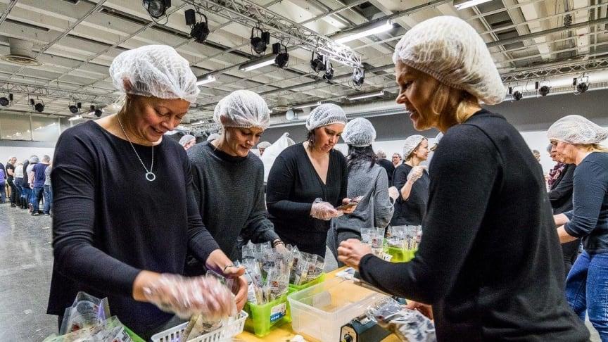 Forever globalt har ett mål om  att packa fem miljoner måltider till förmån för Rise Against Hunger fram till och med nästa år.