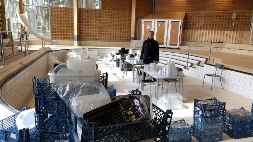 I maj kommer denna plast att börja omvandlas till ett konstverk i Valsta simhall. Både konstnärer, praoelever och allmänhet kommer att få möjlighet att skulptera av plasten.