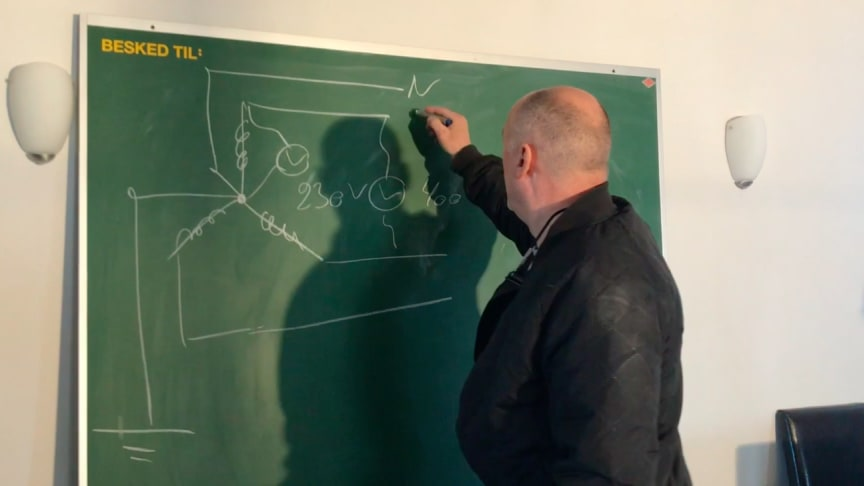 Erland Holst Eriksen i gang med online undervisning // Privatfoto