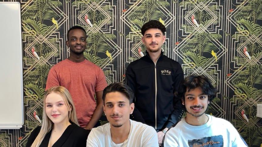 TBS Örebro-eleverna Ida Kamisevic, Padasht Sherwan Rostam, Zeebrain Khan, Ayuub Nur och Nedmedin Ismaili har nått EM-final i storföretaget Zalandos innovations-tävling.