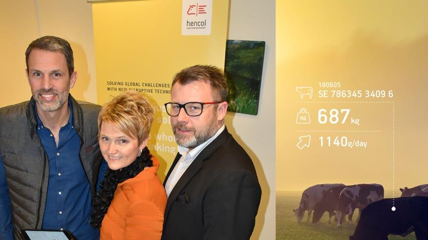 LRF investerar 5 miljoner i innovationsbolaget Hencol. Från vänster: Johan Karlberg (VD, Hencol), Anna-Karin Hatt (VD och koncernchef, LRF), Patrik Bergman (Hencol).