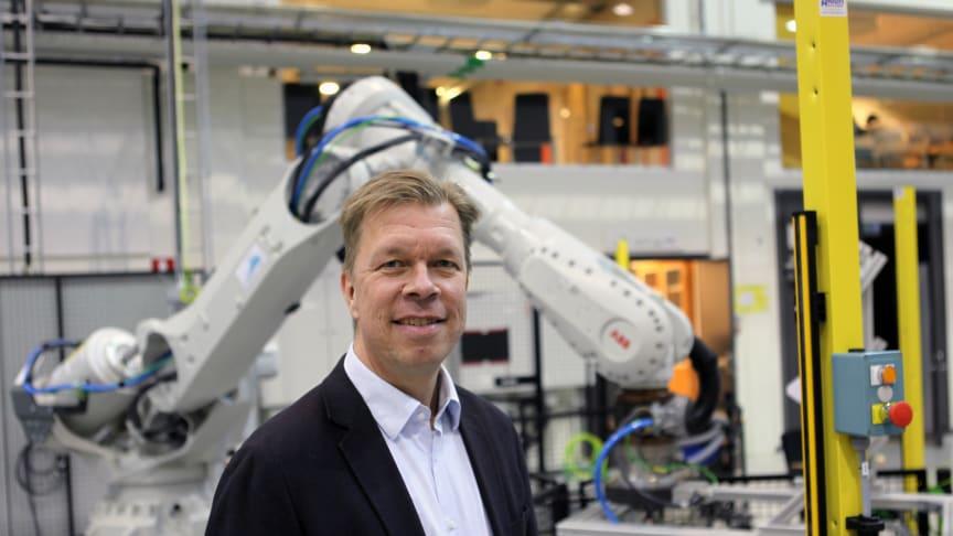 – Den innovativa tillämpade forskningsmiljön på PTC och Högskolan Väst är väldigt värdefull för oss. Vi vill vara nära akademin, säger Peter Emvin som är ansvarig för teknologiplanering och additiv tillverkning på GKN Aerospace Sweden i Trollhättan.
