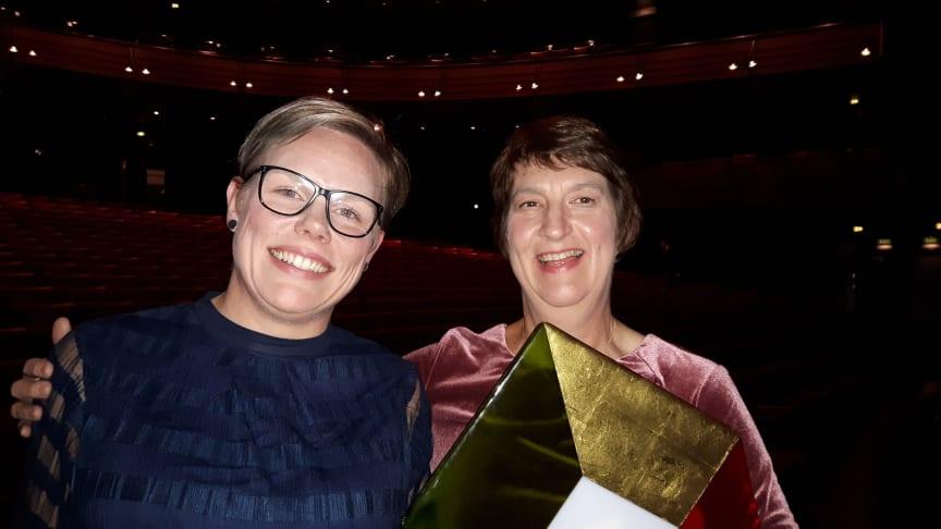 Foto: Kim Reenaas och Elisabet Falemo, Elsäkerhetsverket tar emot priset på Kvalitetsmässan
