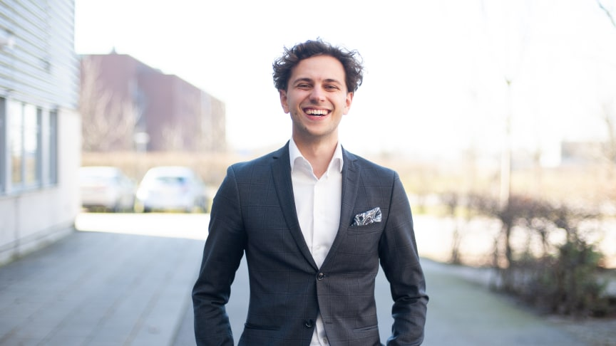 Entreprenören Oliver Titikic från Helsingborg får Kompassrosstipendiet 2020 för juridiskt nytänkande, Foto: Stiftelsen Ungt Ledarskap