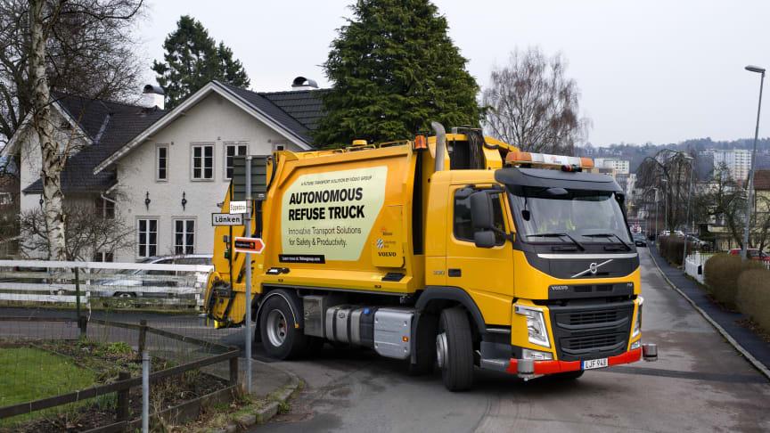 Sverigepremiär:  Nu testas Renovas självkörande sopbil