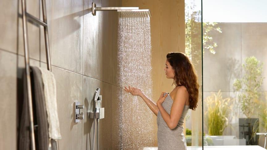 Nya hansgrohe Raindance E duschar imponerar med markant design och speciellt strålmönster.